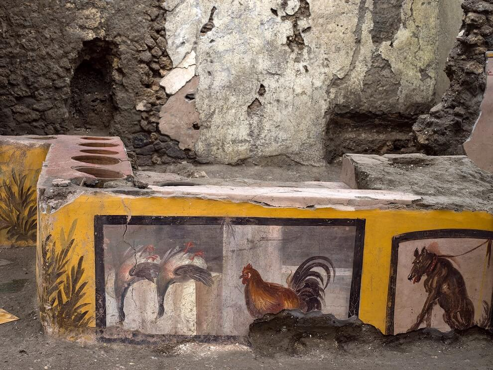 Pompeii reveals colorful food stall
